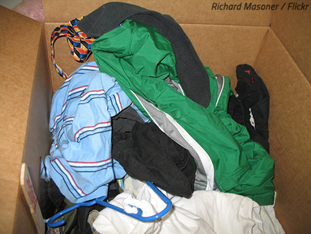 How to pack clothes in moving boxes