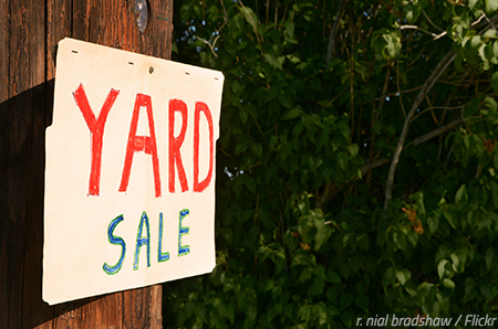 Organize a successful yard sale