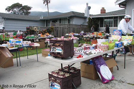 How to organize a moving sale
